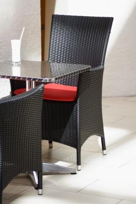 Gemütlicher Sitzplatz mit einem Milchshake auf dem Tisch